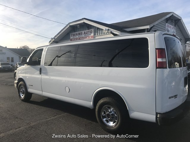 2005 GMC Savana G3500 Extended 4-Speed Automatic 15 passeng